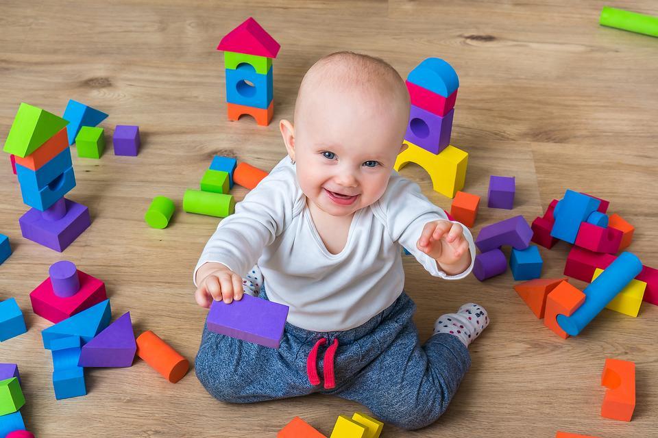 Posso aiutare mio figlio a sviluppare le sue potenzialità? Ecco 4 piccoli suggerimenti su come stimolare l'intelligenza del bambino