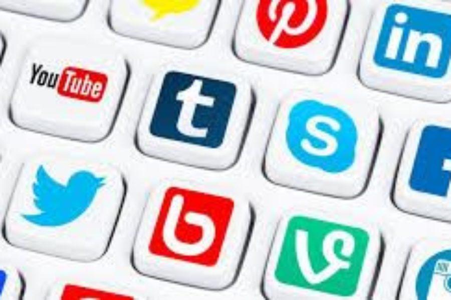 Siamo più felici ora che siamo sempre in contatto con l'altro tramite i social network? La risposta arriva dagli U.S.A.